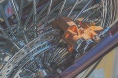 盘式制动器减速火箭的摩托车的特写镜头 库存照片