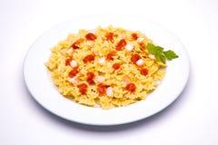 盘意大利面食蕃茄 免版税库存图片