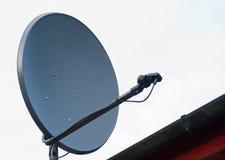 盘房子屋顶卫星 免版税库存照片