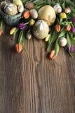 盘旋您色的复活节彩蛋eps10空间文本主题的向量 免版税库存照片