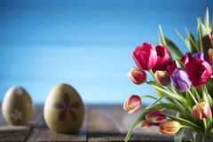 盘旋您色的复活节彩蛋eps10空间文本主题的向量 免版税库存图片