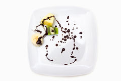 盘用果子和巧克力 免版税库存照片