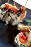 盘用针串起的寿司 免版税库存图片