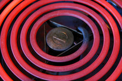 盘绕电热红色火炉 库存照片