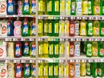 盘洗涤剂在超级市场 免版税库存照片