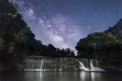 盛夏夜晚梦想-印第安纳瀑布 免版税库存照片