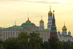 盛大克里姆林宫宫殿钟楼、塔和天使大教堂a 免版税图库摄影