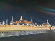 盛大宫殿在晚上 免版税库存照片