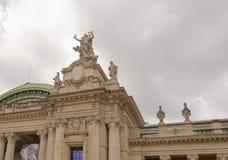 盛大宫殿是在s的一个庄严建筑大厦 免版税库存图片