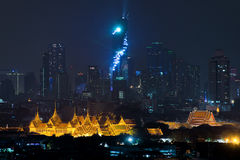盛大宫殿曼谷在晚上在曼谷,泰国 免版税库存图片