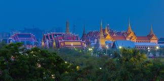 盛大宫殿顶视图微明的在曼谷,泰国 免版税库存照片
