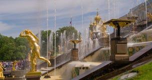 盛大小瀑布喷泉雕塑在Perterhof 股票录像