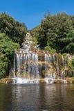 盛大小瀑布在卡塞尔塔王宫庭院里  库存图片