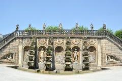 盛大小瀑布在Herrenhausen庭院,巴洛克式的庭院, esta里 免版税库存图片