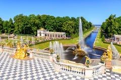 盛大小瀑布在Perterhof 桥梁okhtinsky彼得斯堡俄国圣徒 图库摄影