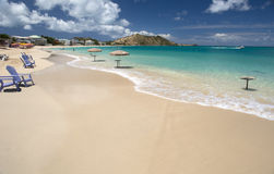 盛大案件海滩在圣马丁在加勒比 免版税库存照片