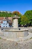 盛大桥梁喷泉在Ornans 图库摄影