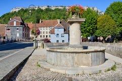 盛大桥梁喷泉在Ornans 免版税图库摄影
