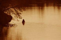 盛大河Canoer剪影 免版税库存图片