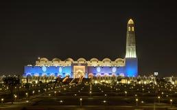 盛大清真寺在多哈在晚上 库存照片