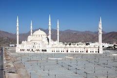 盛大清真寺在富查伊拉,阿拉伯联合酋长国 免版税图库摄影