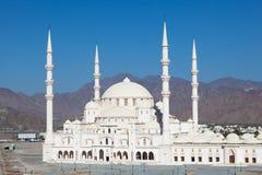 盛大清真寺在富查伊拉,阿拉伯联合酋长国 免版税库存照片