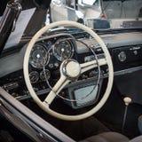 盛大游览车汽车奔驰车190 SL W121客舱, 1957年 免版税库存图片