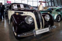 盛大游览车汽车BMW 327 Coupe, 1950年 库存照片