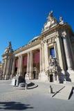 盛大Palais宫殿在一个晴天,蓝天在巴黎 库存照片