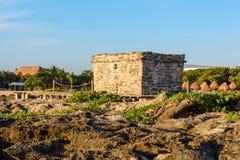 盛大Sirenis旅馆&温泉,里维埃拉玛雅人,墨西哥, 2017年12月24日-在盛大Sirenis的玛雅废墟靠岸 里维埃拉玛雅人,坎昆, 免版税库存照片