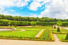 """盛大Trianon庭院是""""filled的著名法国式庭院 库存照片"""
