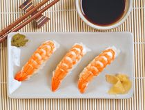 盛肉盘大虾寿司 免版税图库摄影