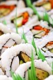 盛肉盘寿司 库存图片
