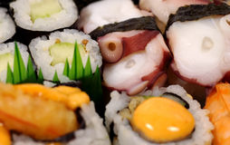 盛肉盘寿司 免版税库存照片