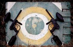目标和迷彩漆弹运动标志 图库摄影