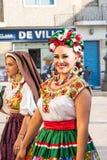 目炫在蒙特雷墨西哥人服装微笑 免版税库存照片