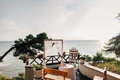 目的地婚礼曲拱有海视图 库存图片