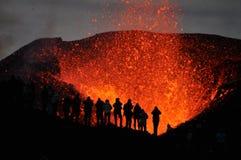 目击火山爆发! 免版税库存照片