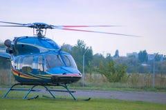 直升机在平台 免版税图库摄影