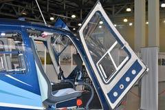 直升机客舱显示在直升机产业HeliRussia的第11国际陈列2018年 免版税库存图片