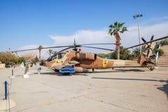 直升机波音AH-64A贝登省亚帕基在以色列人空军队博物馆显示了 免版税库存照片