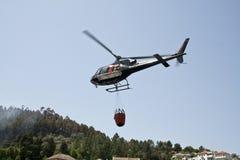 直升机消防 库存照片