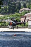 直升机消防 图库摄影