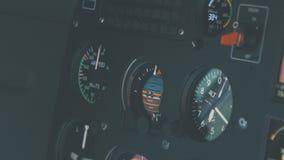 直升机驾驶舱,高科技仪表板,驾驶经营的飞机 股票视频