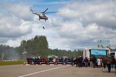 直升机MI-8 RF-32781在训练救援活动时 Noginsk,莫斯科地区,俄罗斯 库存图片