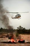直升飞机营救幸存者 免版税库存照片