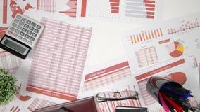 直接地上面的商人运作和计算财务的观点,读并且写报告 企业财务会计concep 影视素材
