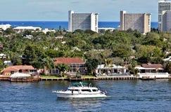 相互沿海水路在劳德代尔堡,佛罗里达 免版税库存照片