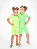 相似的花梢服装的两个小女孩 库存照片