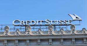 相信在信用Suisse办公室的上面的Suisse商标 免版税库存图片
